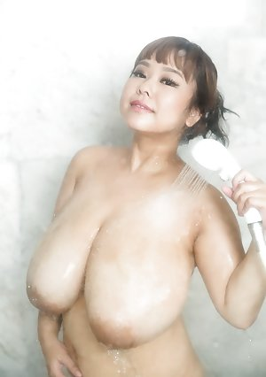 Free Big Tits in Shower Porn